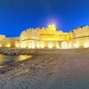 93670192 - aragonese fortress in calbria on a beautiful summer night, italy.